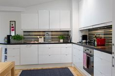 kitchen-remodeling-idea-white-wardrobe-and-cabinet-as-silver-wardrobe-idea-spacious-scandinavian-apartment-61.jpg (600×399)