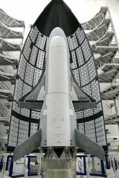 Lassan egy éve kering a föld körül a rejtélyes űrhajó - Lassan egy éve kering föld körüli pályán az amerikai hadsereg X-37B nevű űrrepülője, amely küldetéséről azóta is csak nagyon keveset tudni.