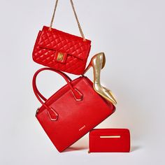 Studio F Colombia Christmas Destinations, Fashion Moda, Kate Spade, Studio, Makeup, Bags, Feminine Fashion, Colombia, Red Clutch