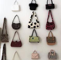 Louis Vuitton Designer, Michael Kors Designer, Louis Vuitton Handbags, Purses And Handbags, Outfit Designer, New Wall, Givenchy Designer, Look Street Style, Cute Bags