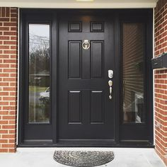 Super black front door and shutters curb appeal Ideas Black Front Doors, Front Doors With Windows, Solid Doors, House Front Door, Front Door Decor, Exterior House Colors, Exterior Doors, Entrance Doors, Patio Doors