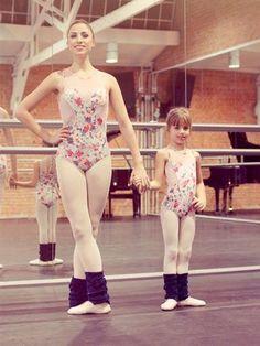 ec473c2aaf Collant Capezio no Dance Express, Distribuidor Capezio, Collant para Ballet e  Dança, Collant