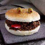 Halloweenburgere - Opskrifter  http://www.dansukker.dk/dk/opskrifter/halloweenburgere.aspx #burger #halloween #sjov #uhyggelig #mad #opskrift #dansukker #inspiration