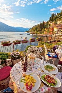 European Bucket List: 35 Things NOT To Miss – Jane Kim European Bucket List: 35 Things NOT To Miss European bucket list destination: Lake Como in Italy Lac Como, The Places Youll Go, Places To Go, Places To Travel, Travel Destinations, Travel Tips, Travel Hacks, Travel Goals, Travel Packing