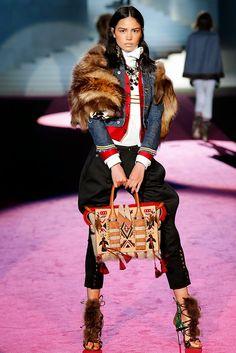 Fall 2015 Ready-to-Wear Fashion Show - Irina Sharipova Fur Fashion, Love Fashion, Runway Fashion, Fashion Show, Fashion Design, Milan Fashion, Mode Chic, Mode Style, Fall Winter 2015