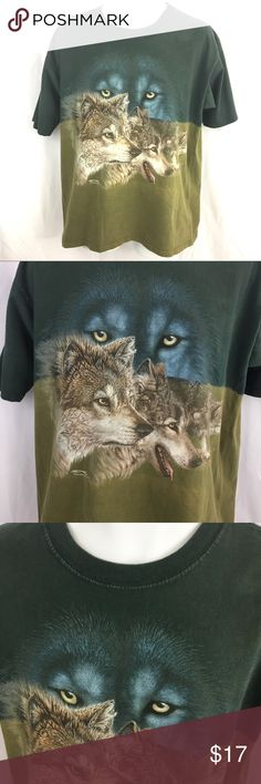 """Wolf graphic t Shirt Mens wolves tee Polar Graphics wolf t shirt, size large; Measures approx 22-1/2"""" pit to pit and 27"""" long, made in USA. Nice graphic tee! Gently used, good condition, no flaws Polar Graphics Shirts Tees - Short Sleeve"""
