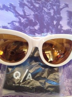 07fe3d98d778 🆕💕QUAy Rhymes sunnies new in case cateye sunglasses white mirror lense  gold