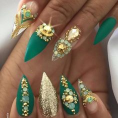 45 Inspirational Stiletto Nails With Rhinestone. Stiletto nails are also known as talon or claw nails. These ultra-pointy nails are cool and sexy. Rhinestone Nails, Bling Nails, Stiletto Nails, Gradient Nails, Holographic Nails, Matte Nails, Coffin Nails, Acrylic Nails, Bling Bling