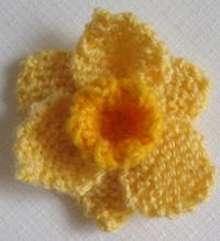 Knitted daffodil – Knitted Daffodils – perfect for St David's Day – – Famous Last Words Free Knitted Flower Patterns, Animal Knitting Patterns, Knitted Flowers, Christmas Knitting Patterns, Crochet Patterns, Knitting Stiches, Free Knitting, Teddy Bear Knitting Pattern, Bunting Pattern