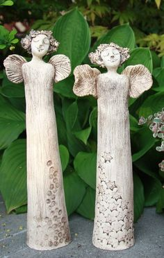 Poletucha zahradní Clay Angel, Pottery Angels, Paper Clay Art, Beton Design, Ceramic Angels, Garden Angels, Angel Art, Sculpture Clay, Ceramic Art