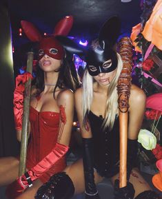 Halloween is a time to pull out some unique Halloween costumes for best friends! So we found some great Group Halloween Costumes for you and your best friends. Look at a list of these super cool Girlfriend Group Halloween Costumes, and you can find s Halloween Costume Diy, Theme Halloween, Halloween Inspo, Couple Halloween, Halloween 2019, Halloween Outfits, Playboy Bunny Costume Halloween, Halloween College, Disney Halloween