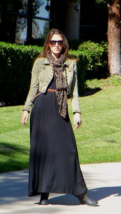 How to wear a maxi dress in the winter? Jacket+scarf+belt+boots