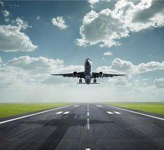 Fase de despegue de una aeronave a reacción a través de la pista de un aeropuerto. La imagen busca mostrar la importancia que tiene el entrenamiento continuado en las tripulaciones.