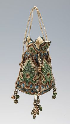 Vintage Bags Reticule - silk and metal - probably German - in the Metropolitan Museum of Art costume collections. Check out all those little baubles! Vintage Purses, Vintage Bags, Vintage Handbags, Vintage Outfits, Vintage Fashion, 1930s Fashion, Vintage Shoes, Vintage Costumes, Victorian Fashion