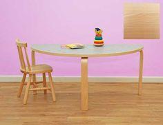Halvrunt bord i laminat (för skolmiljöer). Kan placeras bredvid andra bord för att få olika bordsformationer. Mått halvrunt: 120 x 60 cm, rak del 120cm. Pris inkl moms 1,675.00 kr
