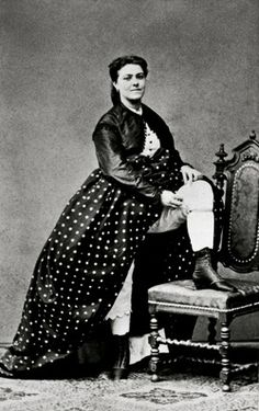 Exposure. Victorian-Era Prostitutes 'Graben' nymphs: Viennese prostitutes posing. Carte-de-visite-photography. About 1865.