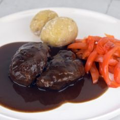 Beef Shank Recipe, Braised Lamb Shanks, Braised Pork, Osso Bucco Slow Cooker, Pork Recipes, Slow Cooker Recipes, Drink Recipes, Classic Italian Dishes, Recipes