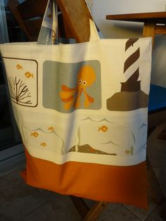 Fully reversible beach bag with sea creatures.