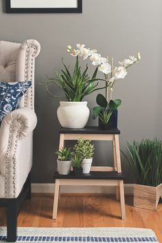 DIY Ikea Hack to transform the Bekvam step stool into a trendy plant stand. Ikea Hacks are so exciting. Because Ikea products are most of the time an excellent mix of modern and refined design which offer a lot … Bekvam Stool, Ikea Bekvam, Decoration Bedroom, Home Decor Bedroom, Diy Home Decor, Bedroom Hacks, Home Decor Hacks, Home Decoration, Diy Bedroom