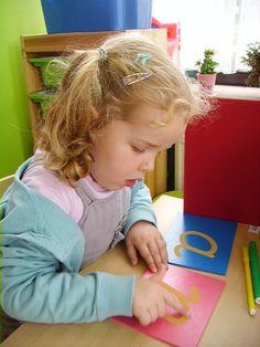 letters leren met de schuurpapieren letters