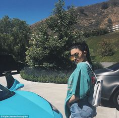 Kylie Jenner steps out shopping in tiny Daisy Dukes and turquoise top - Her plan: Earlier in the day, showing that perhaps her sartorial choices were premeditated, she pos - Trajes Kylie Jenner, Estilo Kylie Jenner, Kyle Jenner, Kylie Jenner Outfits, Kendall And Kylie Jenner, Kylie Jenner Snapchat, Kourtney Kardashian, Kardashian Jenner, Turquoise Top