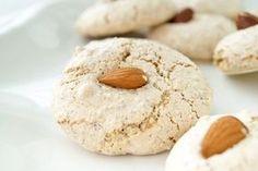 Ein tolles Plätzchenrezept zum Verwerten von Eiklar ist das Mandelmakronen Rezept. Schnell gemacht und himmlisch leicht.