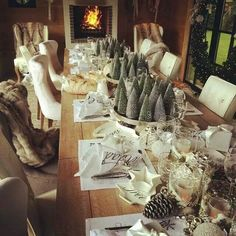 Table setting christmas Christmas Table Settings, Christmas Decorations, Christmas Inspiration, Make Your Own, Favorite Things, This Is Us, Xmas, Entertaining, House Styles