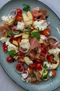 Guacamole Salad, Caprese Salad, Summer Recipes, Great Recipes, Healthy Recipes, Yummy Eats, Yummy Food, Waldorf Salat, Food Is Fuel