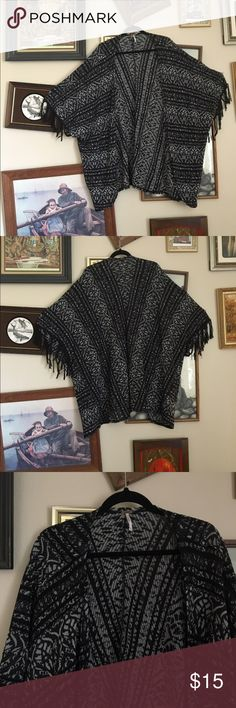 Boho Goth Free People Shawl One of the more unique items from free people, Ive had this shawl in my closet for a couple seasons and just have never acquired the outfits to wear anything with it. It would look great thrown over an all black ensemble, or over a casual jeans and t-shirt look, but its still classy enough to have potential to wear with a cute black dress. Its fitted XS but could be worn large as well. Comfortable Material Free People Other