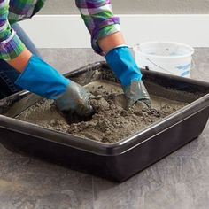 Misture o concreto em uma banheira.