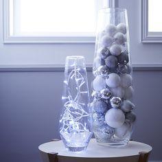 idée déco noel vases  http://www.zodio.fr/idees-deco/noel-cristal-24/piece/le-salon.html