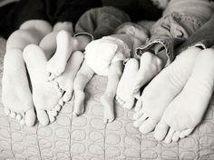 family photo pose by corina