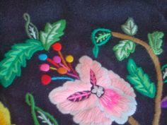 CrEaBaLo: Traje regional de Murcia Manado, Wool Embroidery, Murcia, Regional, Kids Rugs, Tudor, Motifs, Animals, Shandy