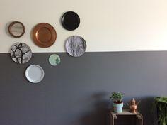 Halve muur geverfd / bordjes ophangen / vt wonen