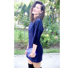 La bloggeuse Hanneli Mustaparta avec une pochette Acne   #ParisFashionWeek, #streetstyle