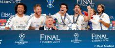 Jugadores del Real Madrid celebran con Carlo Ancelotti la décima Copa de Europa. Por: granfutbol.com