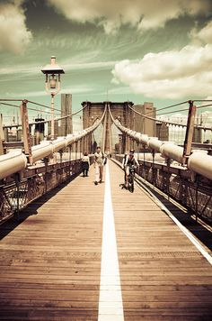 Brooklyn Bridge - New York City. Walking across the Brooklyn Bridge is an awesome experience and view. Oh The Places You'll Go, Places To Travel, Places To Visit, Brooklyn Bridge New York, Ville New York, A New York Minute, Nyc, Dream City, Belle Photo