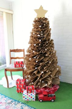 How to Make a Full-Size Brown Paper Christmas Tree | Crafts a la mode