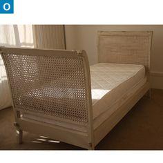 t te de lit ancienne avec d cor mickey et minnie une occasion cote coups de coeur. Black Bedroom Furniture Sets. Home Design Ideas