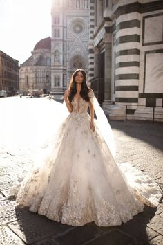 Striking wedding gown for a modern princess bride - wedding dresses princess wedding dress ball gown Best Wedding Dresses, Designer Wedding Dresses, Bridal Dresses, Wedding Gowns, Vestidos Vintage, Vintage Dresses, Lace Ball Gowns, Ball Dresses, Flower Girl Dresses