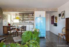 10-decoracao-sala-estar-armario-vintage-geladeira-azul-antiga