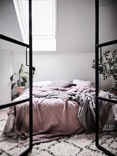 A Bright Scandinavian Apartment With A Dreamy Bedroom (Gravity Home) Scandinavian Style Bedroom, Scandinavian Apartment, Scandinavian Home, Bedroom Inspo, Home Bedroom, Bedroom Decor, Bedroom Inspiration, Fancy Bedroom, Bedroom Ideas