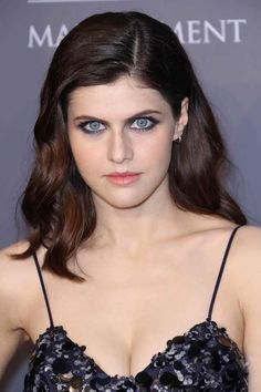 American actress (True Detective, Baked in Brooklyn) Alexandra Daddario instyle sexy shows off her cleavage at the amfAR Gala in New York, Beautiful Celebrities, Beautiful Actresses, Hottest Female Celebrities, Alexandra Daddario Images, Beautiful Eyes, Beautiful Women, Margot Elise Robbie, Emma Watson, Hollywood Actresses