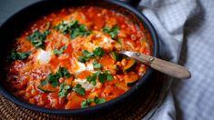 Super rychlá večeře, kterou vykouzlíte ze zásob v lednici a ve spíži. Jako základ se hodí mít doma pohotovostní plechovku fazolí v tomatě. Thai Red Curry, Food And Drink, Ethnic Recipes, Kitchen, Cooking, Kitchens, Cuisine, Cucina
