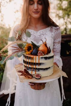 40 Memorable Tea Party For Bridal Shower. 50 Backyard Decoration Ideas Shower This Summer. Beautiful Cakes, Amazing Cakes, Wedding Cake Rustic, Wedding Ring, Autumn Wedding Cakes, Boho Wedding, Fall Wedding, Naked Cakes, Fall Cakes