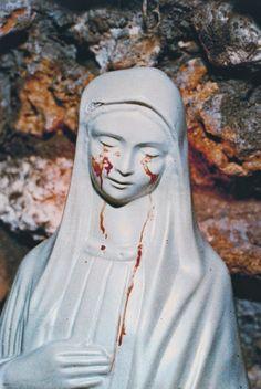Anima di Cristo, sangue di Maria Nelle vene di Gesù circola il sangue di Maria Sangue di Maria Gesù è Dio, quindi esisteva prima che il…