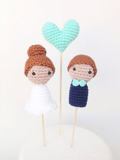 This listing is for 3 cake toppers. Includes Bride, Groom and Heart. Bride and Groom are about 8 cm tall Unless otherwise specified, the Crochet Cake, Crochet Amigurumi, Crochet Dolls, Crochet Decoration, Wedding Cake Toppers, Diy Cake Topper, Wedding Cupcakes, Diy Wedding, Wedding Doll