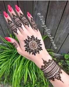 Henna Hand Designs, Round Mehndi Design, Henna Flower Designs, Modern Henna Designs, Henna Tattoo Designs Simple, Mehndi Design Pictures, Bridal Henna Designs, Latest Mehndi Designs, Beautiful Henna Designs