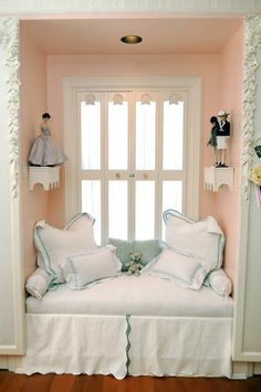 Window seat - would want different decor but i love the idea