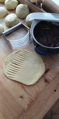 Sladké venčeky a rožky z kysnutého cesta (fotorecept) - obrázok 6 Kitchen, Cooking, Kitchens, Cuisine, Cucina